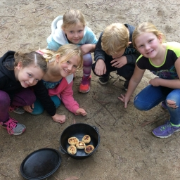 Students making damper in a camp oven on a Present and Past Family Life program